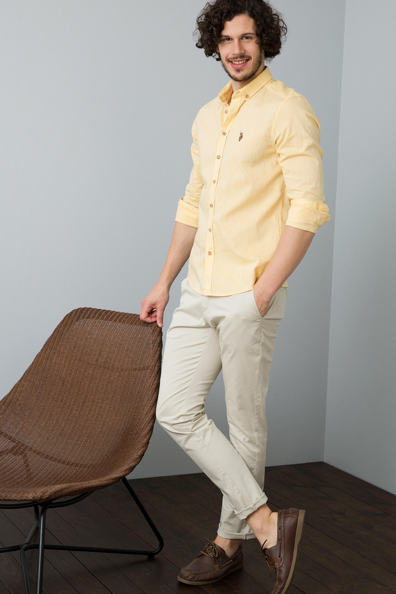Брюки мужские U.S. Polo Assn., цвет: кремовый. G081SZ0780GN08Y. Размер 32 (48)G081SZ0780GN08YСтильные мужские брюки U.S. Polo Assn. отлично подойдут для повседневной носки и помогут создать современный образ.Модель зауженного кроя и стандартной посадки на талии, изготовленная из эластичного хлопка, застегивается на ширинку на застежке-молнии и пуговицу в поясе, дополненном шлевками для ремня. Брюки оснащены двумя втачными карманами, и двумя прорезными карманами на пуговицах сзади.Эти модные и в тоже время удобные брюки станут великолепным дополнением к вашему гардеробу. В них вы всегда будете чувствовать себя уверенно и комфортно.
