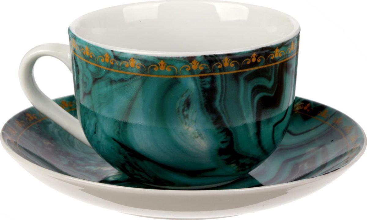 Чайная пара Малахит, цвет: зеленый, 2 предмета1538036Яркий, неповторимый набор создан, чтобы моментально поднимать настроение и дарить радость. А любой напиток станет вкуснее, если пить его из такой посуды.Комплект с благородным дизайном изготовлен из лёгкой керамики. Это отличный подарок, который придётся по душе всем любителям чая или кофе.В набор входит:чашка с рисунком, 220 мл;блюдце с рисунком, 15 см.Пара преподносится в подарочной коробке с индивидуальным дизайном.