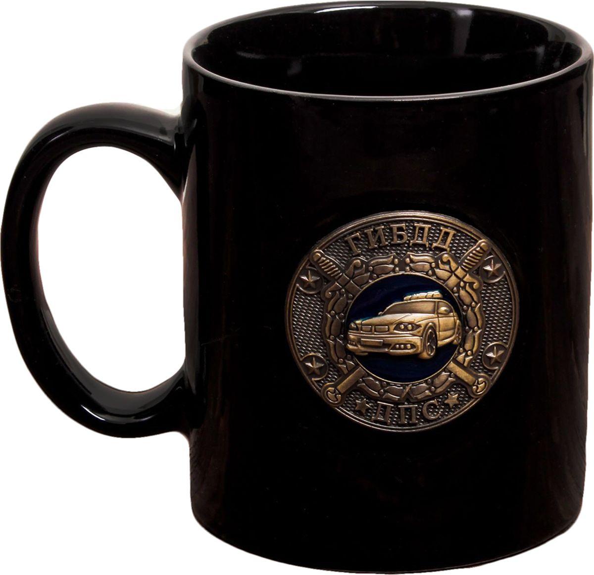 Кружка ГИБДД ДПС, с бляхой, цвет: черный, 300 мл2393805Авторский дизайн, оригинальный декор, оптимальный объём — отличительные черты этой кружки. Налейте в неё горячий свежезаваренный кофе или крепкий ароматный чай, и каждый глоток будет сокрушительным ударом по врагам: сонливости, вялости и апатии!Изделие упаковано в подарочную картонную коробку.