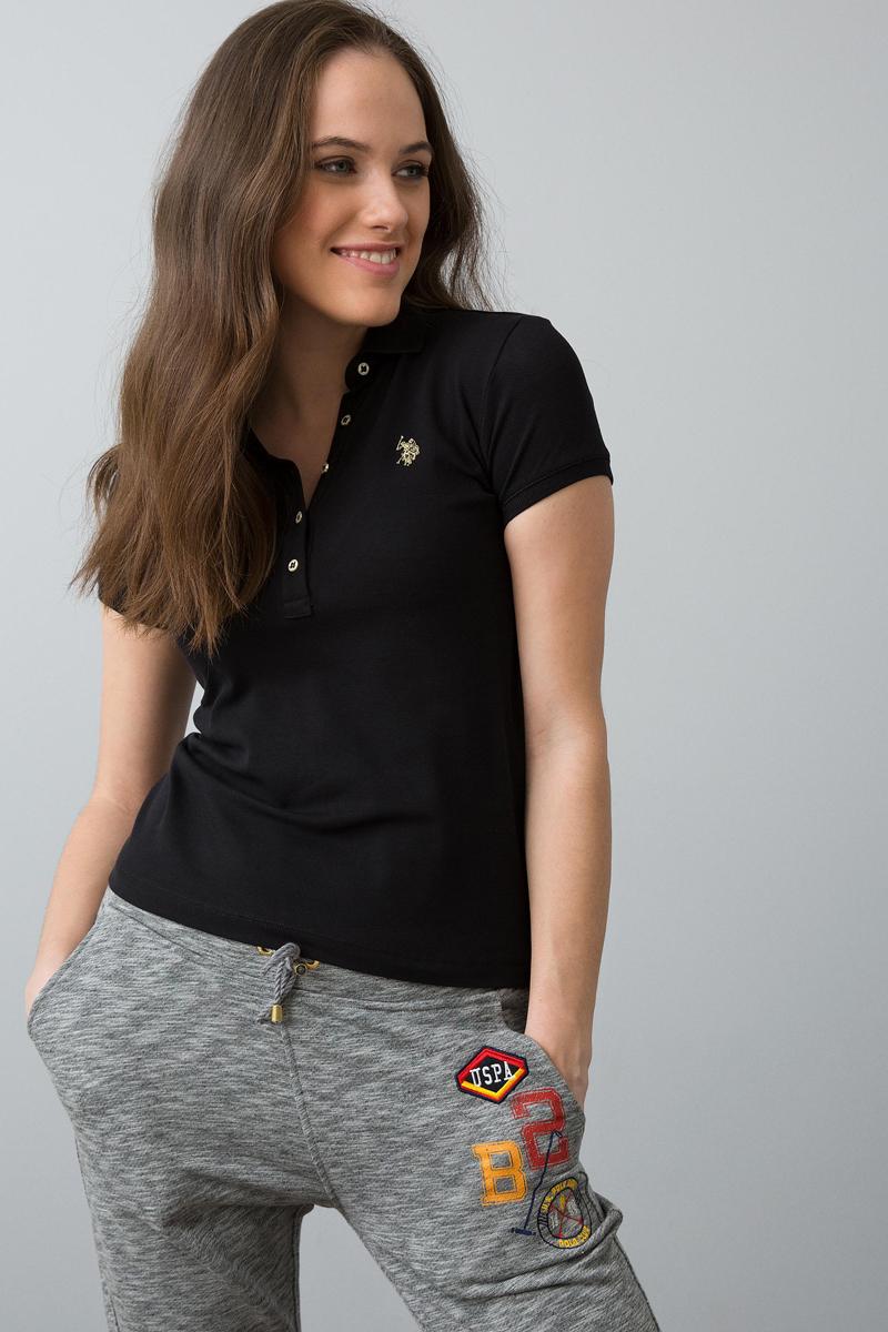 Поло женское U.S. Polo Assn., цвет: черный. G082SZ0110RP01IY08-011. Размер M (46)G082SZ0110RP01IY08-011Классическая футболка-поло U.S. Polo Assn. разнообразит ваш повседневный гардероб и поможет создать яркий образ. Модель приталенного кроя с короткими рукавами изготовлена из эластичного хлопкового полотна и оформлена вышивкой с символикой бренда. Классический отложной воротничок застегивается на пуговицы на оформленной цветочным принтом планке. Воротник и манжеты рукавов выполнены из мягкой трикотажной резинки.