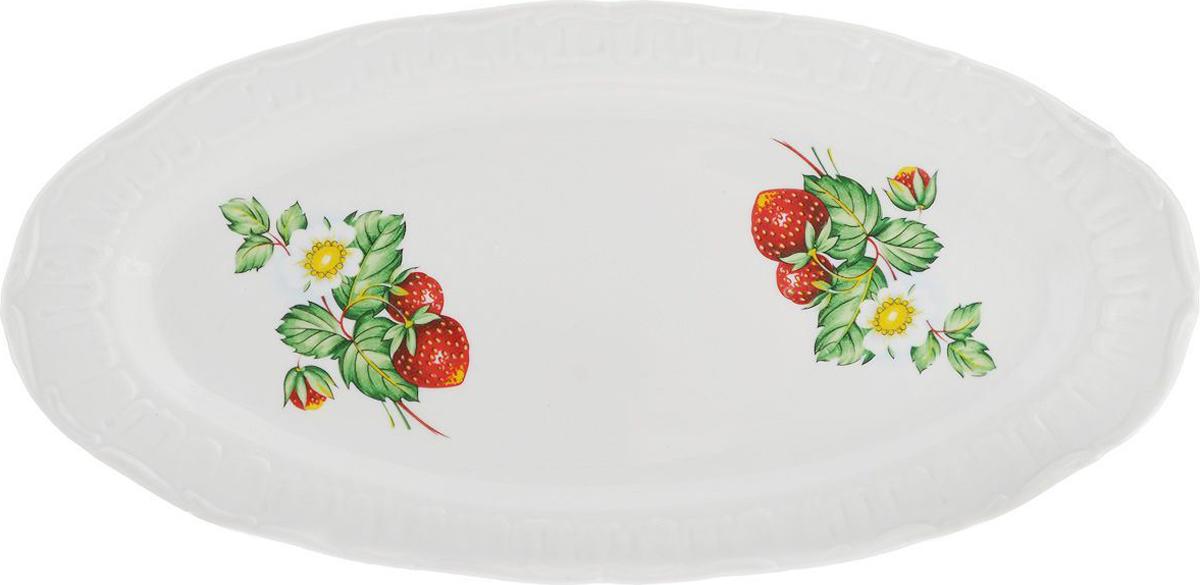 Селедочница Фарфор Вербилок Цветущая земляника. 1903149019031490Праздничный стол невозможно представить без такой привычной детали, какселедочница.Эта часть праздничного сервиза хорошо известна каждому: продолговатая тарелка, на которой обычно лежит рыбное блюдо или закуска. Но так как в селедочнице можно также увидеть нарезки и другие яства, ее можно считать многофункциональной.Как правило, бортики у этой тарелки низкие, что дает возможность без труда брать кусочки еды специальными лопаточками или вилочками. Украсить свой стол оригинальной селедочницей, значит придать ему особый шарм. Ведь от того, насколько изящно накрыт стол, зависит атмосфера, царящая за ним.Предметы сервировки здесь играют особую роль. И селедочница – один из самых необходимых элементов для полноценного праздничного стола.