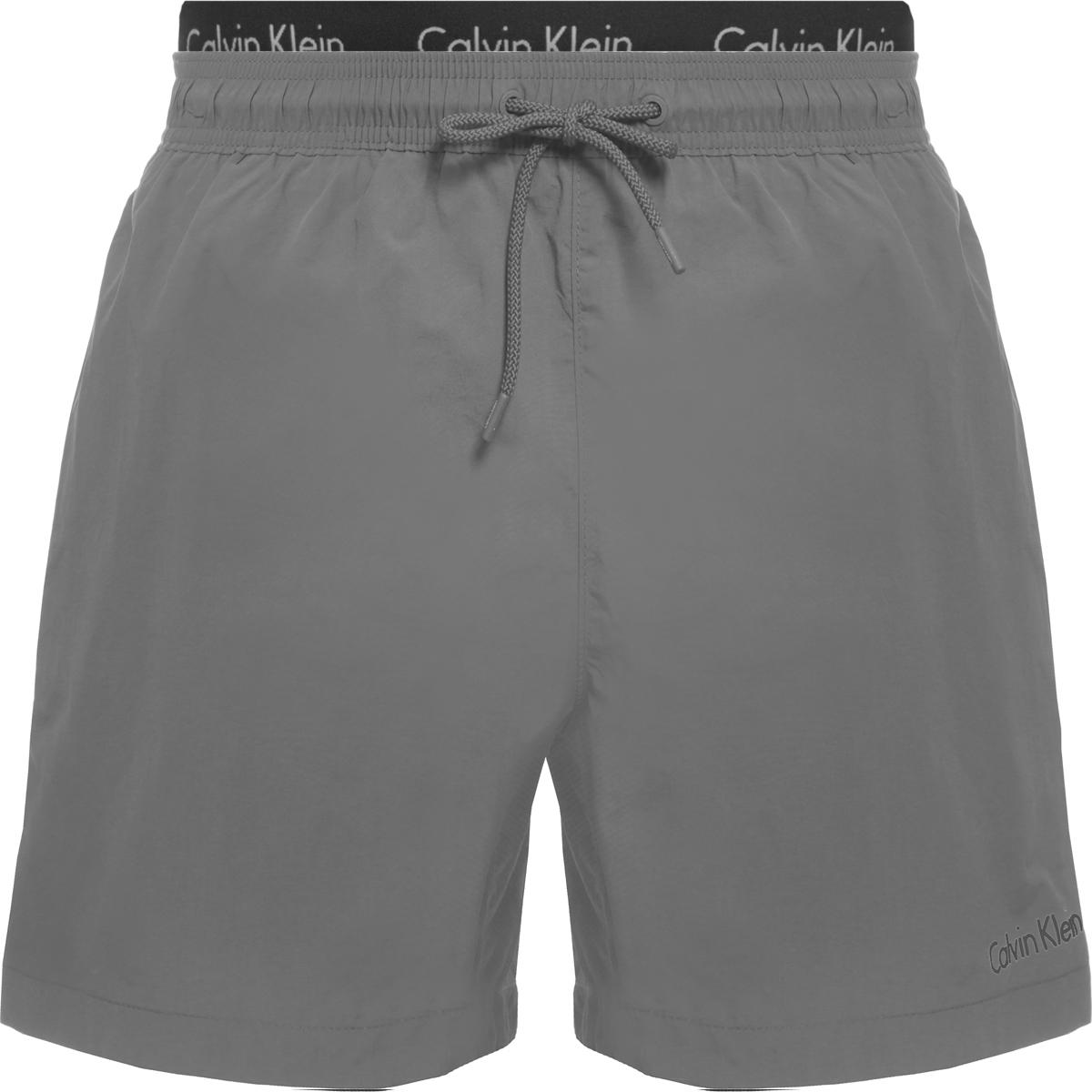 Шорты купальные мужские Calvin Klein Underwear, цвет: серый. KM0KM00167. Размер XL (52)KM0KM00167Шорты купальные мужские Calvin Klein Underwear выполнены из полиамида. Модель дополнена затягивающимся шнурком.