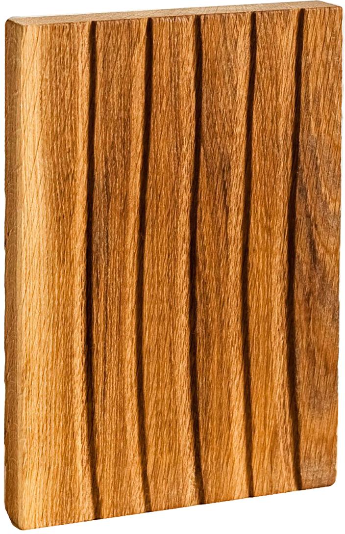 Доска разделочная Fuga Колос, цвет: коричневый, 26,5 х 18 х 3 см1380508FUGA — не просто кухонная утварь, это российские традиции, воплощённые в современном дизайне.Как известно, деревянную посуду используют в быту испокон веков, а для современной хозяйки это ещё и эстетика, надёжность и экологичность.Разделочная доска FUGA изготавливается из натурального дуба, который обладает естественными антисептическими свойствами и является одним из самых прочных материалов. Для финишного покрытия вместо лака используется льняное масло. С помощью естественного морения дереву придают разные оттенки. Благодаря такой обработке не только меняется окраска, но и уничтожается грибок.Для FUGA важен не только дизайн, но и функциональность. Поэтому такую доску можно мыть даже в посудомоечной машине.