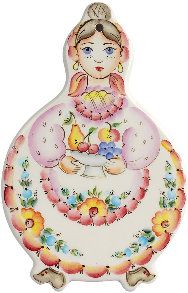 Очаровывайте ваших гостей красотой, сервируя стол посудой из Семикаракорской керамики. Изделия изготовлены вручную и обладают уникальностью форм.  Особенность росписи в индивидуальном почерке, мотивом которого является букетно-растительный орнамент на белоснежном фоне фаянса. Особую утончённость и изысканность придают изделиям пейзажные рисунки.  В орнамент также включаются сюжетные композиции стилизованной флоры и фауны Дона, почерпнутые из казацкого фольклора.  Семикаракорская керамика прекрасна не только красотой форм и буйством красок, она привлекает своей практичностью и экологичностью. Тончайший слой стеклянной глазури защищает нарядную кистевую роспись, поэтому после длительного использования изделий она не утрачивает первоначальной яркости.  Такая посуда станет прекрасным и изящным акцентом в интерьере кухни у любой хозяйки.