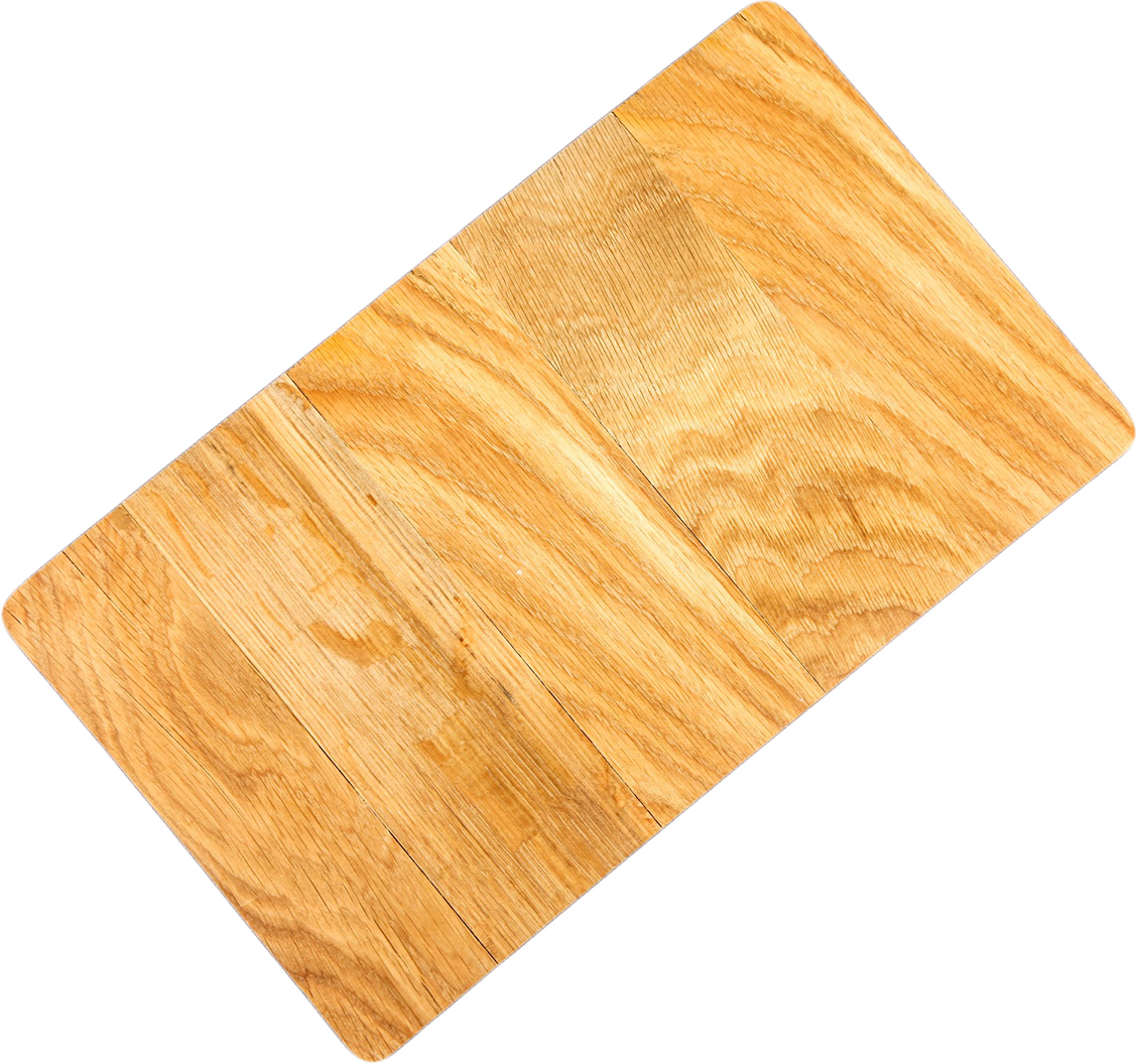 Такая разделочная доска подходит не только для нарезки продуктов, её можно использовать и в качестве подноса. Подав сырный набор или колбасную нарезку таким оригинальным образом, вы точно удивите своих гостей.  Изделие выполнено из древесины твёрдых пород, которые менее чувствительны к влаге. Этот материал имеет больший срок службы. Также такая древесина приспособлена для ежедневной нарезки твёрдых продуктов.  Уход за деревянной разделочной доской  Обработайте перед первым применением. Используйте пищевое минеральное или льняное масло. Протрите им доску и дайте впитаться в древесину. Уберите излишки масла сухой тканью. Повторяйте процедуру каждые 2?3 месяца, так вы предотвратите появление пятен, плесени и запахов еды. Для сохранения гладкости протирайте изделие наждачной бумагой. Используйте несколько разделочных досок для разного вида пищи. Это препятствует распространению бактерий сырых продуктов. Тщательно мойте и дезинфицируйте разделочную доску мылом и горячей водой после каждого использования. После этого высушите. Чтобы избавиться от запаха чеснока или лука, смажьте доску солью с лимоном. Через пару минут протрите поверхность и промойте её. Храните доску в сухом месте в вертикальном положении и вдали от посторонних запахов. Соблюдайте рекомендации, и разделочная доска прослужит вам долгие годы!