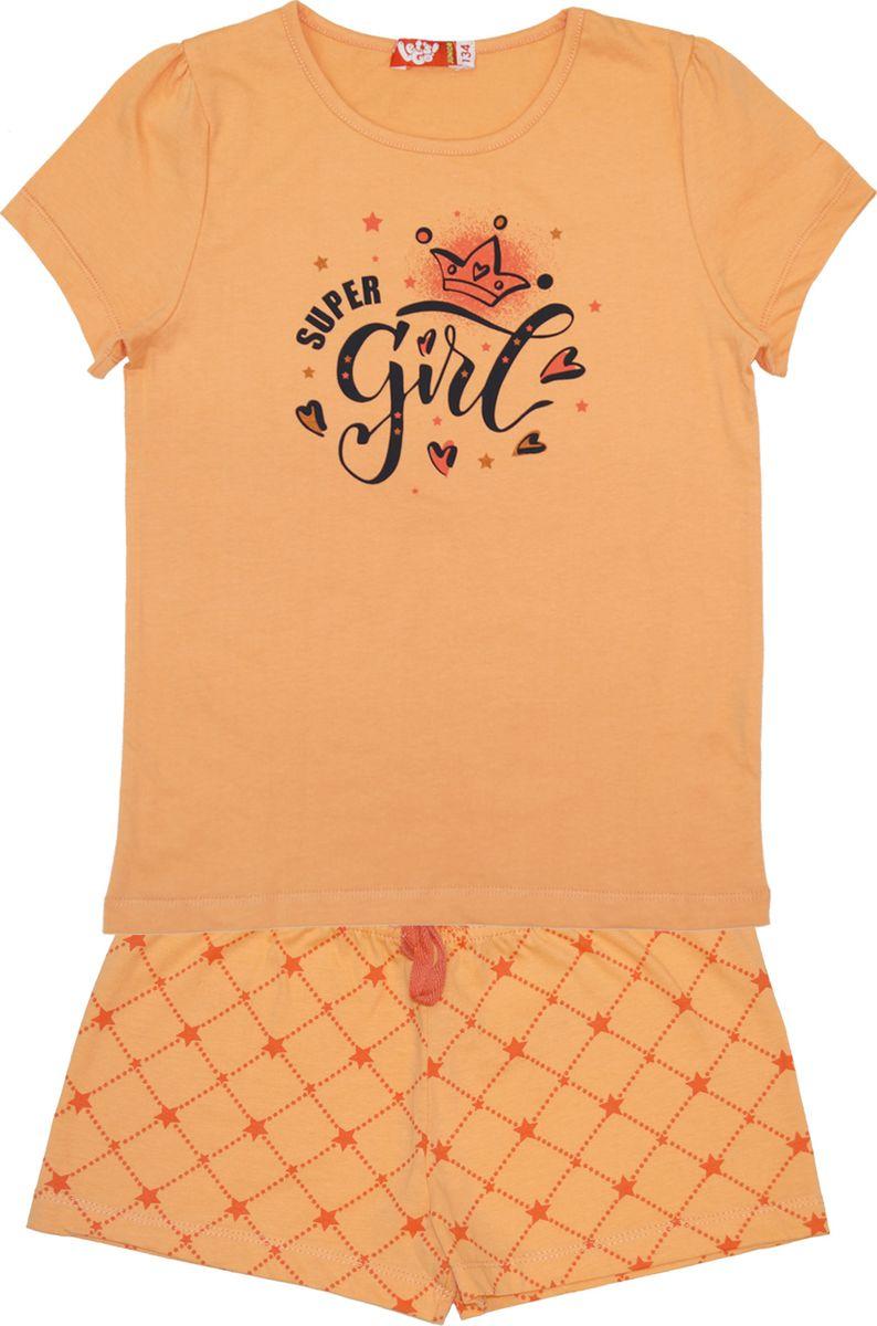 Пижама для девочки Lets Go, цвет: коралловый. 9157. Размер 1469157Удобная и красивая пижама для девочки от Lets Go, состоящая из футболки и шорт, изготовлена из натурального хлопка. Футболка с короткими рукавами и круглым вырезом горловины спереди оформлена текстовым принтом. Шорты с эластичной резинкой на талии дополнены регулирующимися завязками.