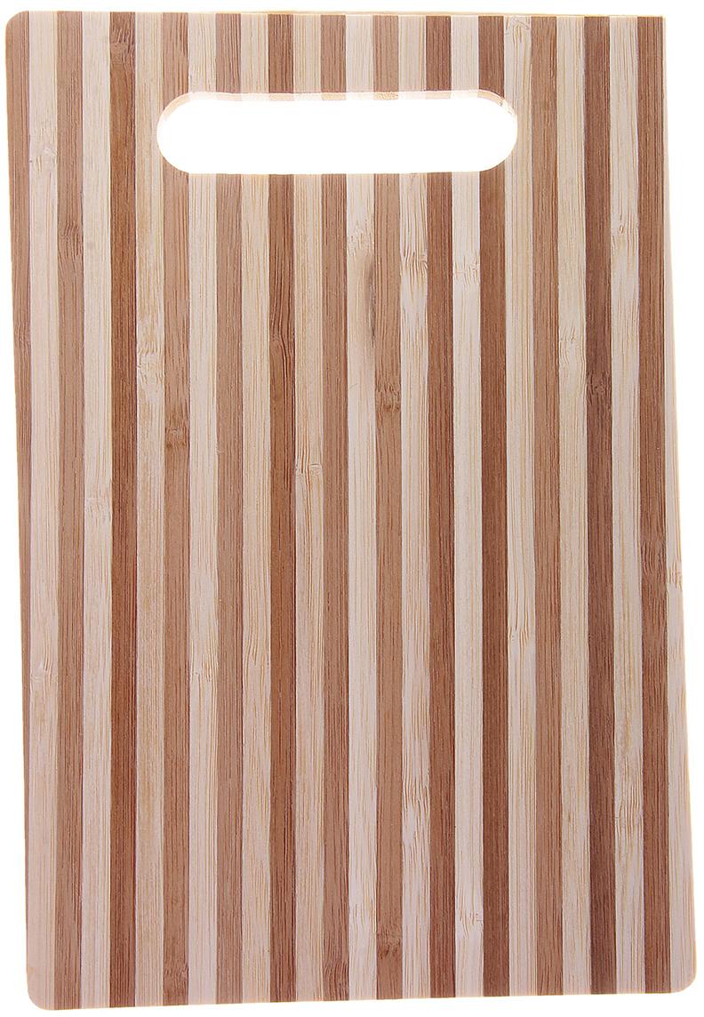 Доска разделочная Доляна Бамбуковый лес, цвет: темно-коричневый, 25,5 х 1 х 16 см743304Разделочная доска – один из наиболее древних кулинарных инструментов. С течением времени традиционный предмет кухонной утвари изменился в минимальной степени. Это по-прежнему плоская подставка, служащая для разрезания продуктов питания в ходе готовки или сервировки стола.Доска представляет собой классический вариант, изготовленный из дерева. Экологически безопасная модель отличается простым и вместе с тем обаятельным дизайном. Предлагаемая модель крайне непритязательна в уходе. Однако не стоит подвергать ее автоматической мойке, иначе поверхность бытовой помощницы станет шершавой.