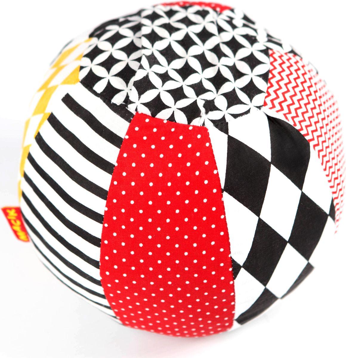 Macik Погремушка-мячик Black & White погремушка macik треугольник с колечками mkp 1601 03