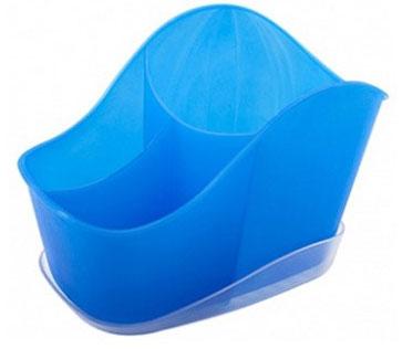 """Подставка-сушилка для столовых приборов Berossi """"Teo"""" - это три вместительных отделения разной высоты и ширины, которые позволят оптимально рассортировать все ложки, вилки, ножи и даже половник, при необходимости.Отверстия на дне емкости обеспечивают быстрый отток воды в поддон, который идет в комплекте.Небольшие ножки в нижней части изделия не позволяют столовым принадлежностям контактировать с водой в подставке.Сохраняет устойчивость даже при максимальной наполненности.Глубина и ширина ячеек позволяет доставать до самого дна при уходе за сушилкой."""