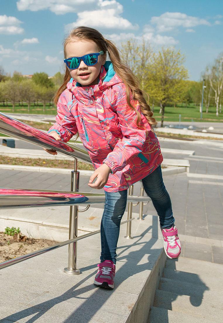 Куртка для девочки Oldos Active Иона, цвет: розовый. 3A8JK08. Размер 122, 7 лет3A8JK08Функциональная, практичная и яркая куртка 3 в 1 из мембранной коллекции от Oldos Active. Верхняя ткань с мембраной 3000/3000 обеспечивает водонепроницаемость, при этом одежда дышит. Покрытие Teflon повышает износостойкость, а также облегчает уход за ветровкой. Куртка прекрасно защитит от непогоды благодаря продуманному функционалу: капюшону, который отстегивается при необходимости, двойной ветрозащитной планке, манжетам на резинке, регулируемой утяжке по низу куртки. Флисовая подстежка отстегивается и ее можно носить как самостоятельную флисовую кофту: она изготовлена из флиса плотностью 190 г/м2 с двумя карманами и воротником-стойкой. Куртка оснащена карманами на молнии, светоотражающими элементами. Внутри куртки есть нашивка-потеряшка.