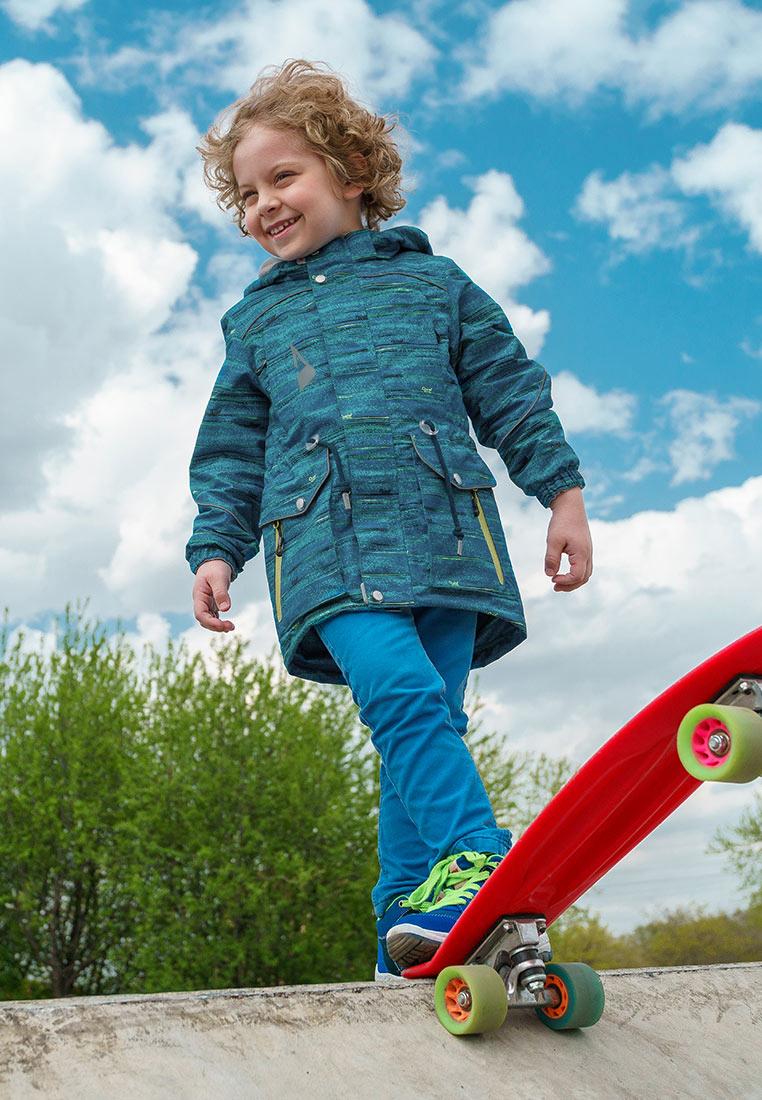 Куртка для мальчика Oldos Active Фроуд, цвет: лазурный. 3A8JK16. Размер 92, 2 года3A8JK16Куртка из мембранной коллекции от Oldos Active. Верхняя ткань с мембраной обеспечивает водонепроницаемость, при этом она дышит. Покрытие Teflon повышает износостойкость, а также облегчает уход. Подкладка - флис, в области груди и спины, плотный полиэстер в рукавах. Такая куртка прекрасно защитит от непогоды благодаря продуманному функционалу: капюшону, который отстегивается при необходимости, двойной ветрозащитной планке, манжетам на резинке, внешней регулировке по талии. Куртка оснащена накладными карманами с клапанами на кнопках и карманами на молнии, светоотражающими элементами. Внутри есть потайной карман, который застегивается на липучку и нашивка-потеряшка.