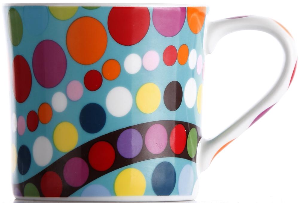 фарфоровая чашка легко моется, не впитывает запахи и не красится от кофе и соков