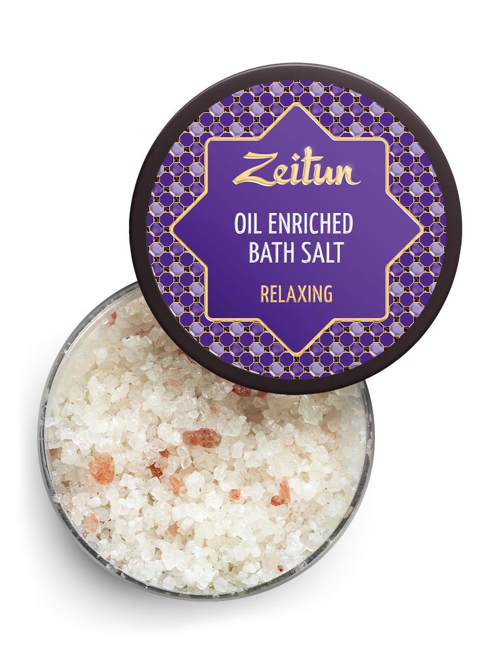 Зейтун Аромасоль для ванны антистресс, 250 млZ2102Оставьте все заботы и тревоги за порогом своего дома и погрузитесь в желанное блаженство – ароматную,успокаивающую ванну, полную природной пользы! Антистрессовая ароматическая соль для ванн Zeitun содержит эфирные масла лаванды, можжевельника иэвкалипта, знаменитые своим антистрессовым действием: они бережно успокаивают нервную систему,расслабляют все ваше тело и ум, а также мягко ухаживают за кожей, обновляют ее и обеспечивают глубокоеувлажнение. Основа из солей Мертвого моря и Индийского океана обеспечивает коже самое богатое микроэлементноепитание и оздоровление, а гидрофильные масла оливы и миндаля глубоко увлажняют, полностью впитываясь ине оставляя масляных разводов на воде. В составе соли Мертвого моря и Индийского океана с антистрессовым эффектом – расслабляющие,успокаивающие нервную систему эфирные масла в сочетании с глубоко увлажняющими растительнымимаслами:Эфирные масла лаванды, можжевельника и эвкалипта образуют идеальную композицию-антистресс быстрогодействия, которая моментально снимает напряжение, расслабляет тело и ум, а также дополнительнооздоравливает кожу, укрепляет ее защитные силы и оказывает мощное иммуномодулирующее действие.Соль Мертвого моря – самая настоящая кладезь для здоровья, у которой нет ни единого аналога в мире.Богатая микроэлементами соль поистине волшебно воздействует на общее состояние организма, борется скожными заболеваниями, снимает усталость мышц и суставов.Соль Индийского океана обладает уникальным макро- и микроэлементным составом, который высоко ценится вмедицине и косметологии. Соль способствует активному насыщению клеток практически всем спектромнеобходимых веществ, программирует кожу на правильное усвоение и распределение энергии, препятствуянакапливанию жировых отложений.Гидрофильные масла (оливковое, миндальное) проходят высокоэкологичную обработку, благодаря которой онирастворяются в воде, насыщая ее витаминами и микроэлементами, при этом не оставляя разводов и жирны