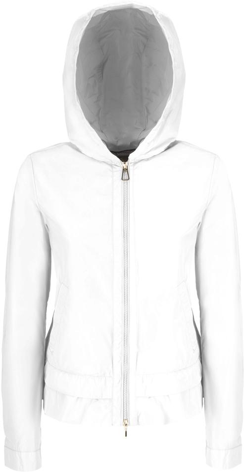 Куртка женская Geox, цвет: белый. W8220VT2415F1445. Размер 38 (40)W8220VT2415F1445Стильная женская куртка Geox с несъемным капюшоном выполнена из высококачественного плотного материала, рассчитана на прохладную погоду.Модель с длинными рукавамизастегивается на застежку-молнию. По бокам - внутренние карманы. Эта модная куртка послужит отличным дополнением к вашему гардеробу.
