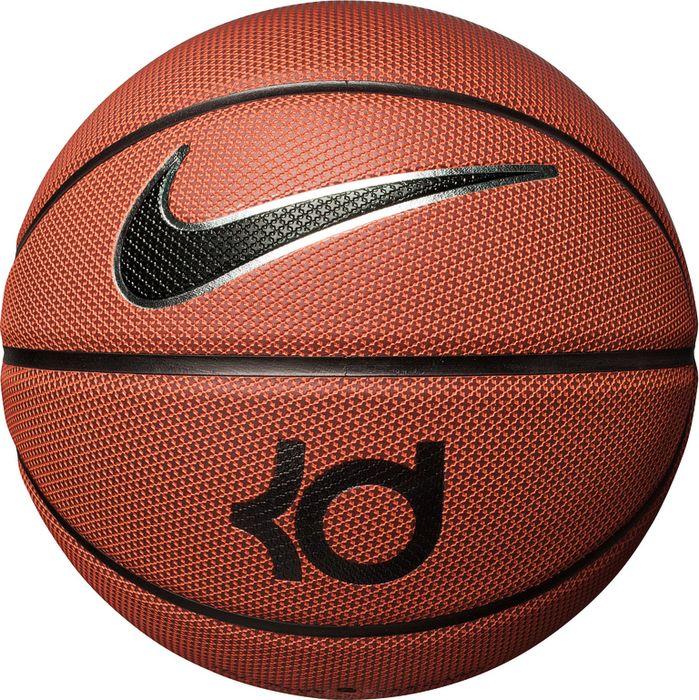 Мяч баскетбольный Nike Kd Outdoor, цвет: янтарный, черный, серебристый. Размер: 7N.KI.11.855.07Прочная композитная кожа сохраняет сцепление долгое время. Текстура для улучшения сцепления. Широкие канавки для лучшего контроля мяча. Бутиловая камера для превосходного сохранения формы и прочности.