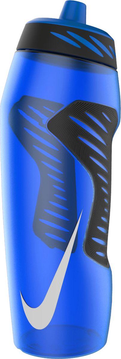 """Экологически чистая Бутылка для воды Nike """"Hyperfuel"""" оснащена герметичным носиком с клапаном, который обеспечивает быстрый поток воды во время питья и предотвращает утечку, когда бутылка не используется. Прозрачный корпус позволяет отслеживать расход жидкости во время тренировки. Эргономичная форма и накладки для лучшего сцепления, размещенные в стратегически важных местах, обеспечивают удобство использования. Гибкий материал обеспечивает повышенную сжимаемость для более быстрого потока воды.Не содержит BPA, 946 мл."""