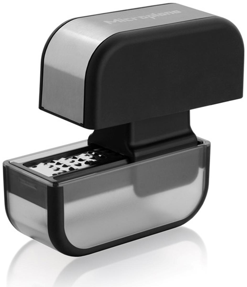Ультра-острые лезвия из нержавеющей стали.  Шинкует чеснок простым движением вперед-назад.  Вместимость: 2-3 зубчика, очищенного чеснока.  Удобная чистка: просто прополощите под проточной водой и дайте высохнуть.  Можно мыть в посудомоечной машине.