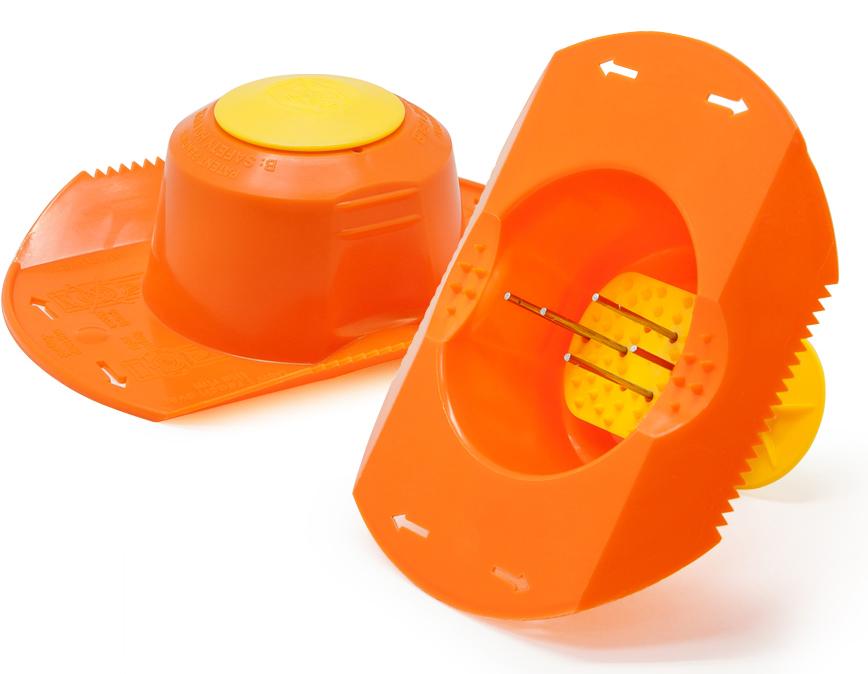 Плододержатель Borner, цвет: оранжевый104/1Плододержатель имеет вместительную чашу и 5 штырьков, на которые насаживаются овощи ифрукты разных размеров. Мелкие плоды можно насаживать по нескольку штук. У держателя естьпоршень, который выталкивает продукт из шапочки по мере их нарезания. Измельчение овощейи фруктов займет намного меньше времени, и в результате вы получите аккуратно натертые илинарезанные плоды, при этом продукт будет использован без остатка.Подходит для терок и овощерезок любых размеров и любых производителей.Помогает быстро нарезать любые продукты до конца.Защищает руки от порезов об терки.