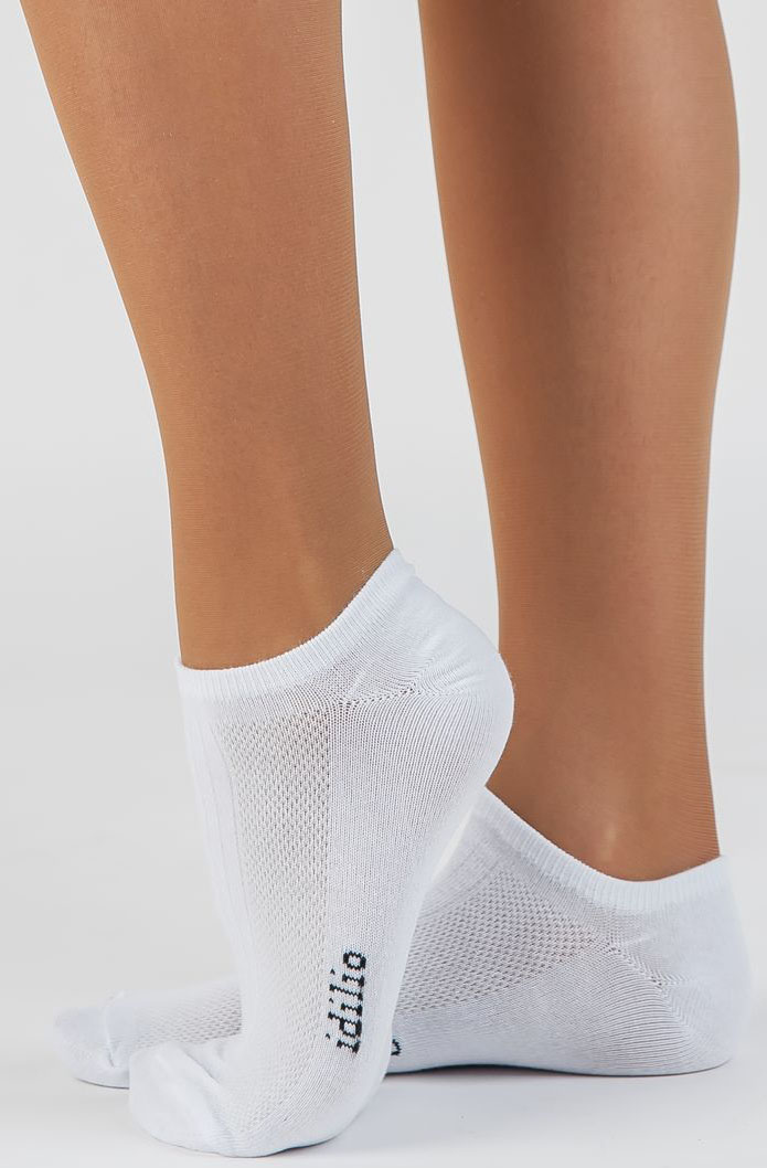 Носки женские Idilio, цвет: белый. SS 01. Размер универсальныйSS 01Комфортные укороченные спортивные носки, с добавлением экологически чистого хлопка, изготовленные без применения химических красителей.