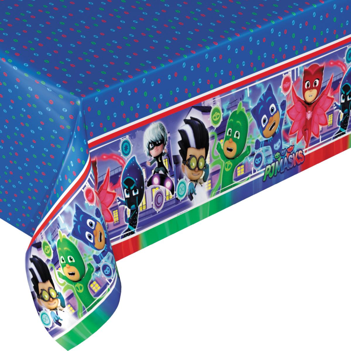 """Красивая и практичная полиэтиленовая скатерть """"Герои в масках"""" (133х183 см) стильно украсит праздничный стол и сохранит его в чистоте. Желаете оформить детский праздник в единой стилистике? Тогда вы можете выбрать другие товары для праздника из этой серии. Товар сертифицирован. Упаковка - пакет с хедером."""