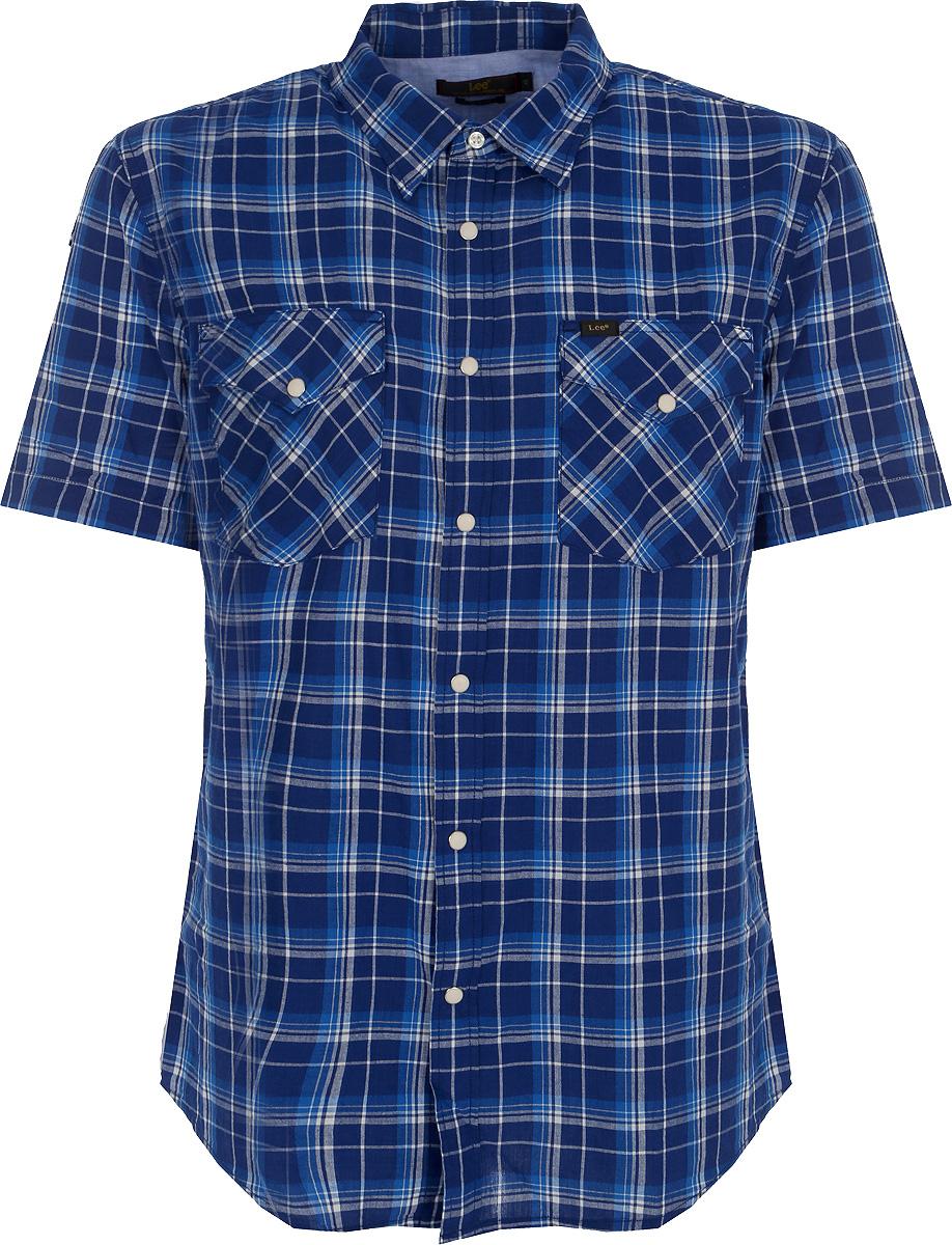 Рубашка мужская Lee, цвет: синий. L641GAFE. Размер XL (52)L641GAFEМужская рубашка от Lee выполнена из натурального хлопка. Модель классического кроя с короткими рукавами и отложным воротником застегивается на пуговицы. На груди рубашка дополнена двумя накладными карманами на пуговицах.