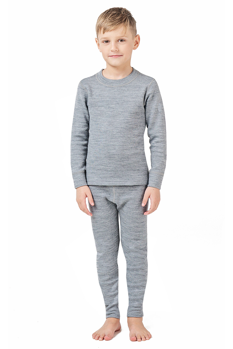 Комплект термобелья детский Montero, цвет: серый. MCLSWPK0102. Размер 92/98MCLSWPK0102Трехслойное повседневное термобелье для прохладной и умеренно холодной погоды. Комплект состоит из джемпера с длинными рукавами и брюк. Полипропилен отводит влагу от тела, оно остается сухим, хлопок во внешнем слое натуральный и гигиеничный, хорошо впитывает влагу.