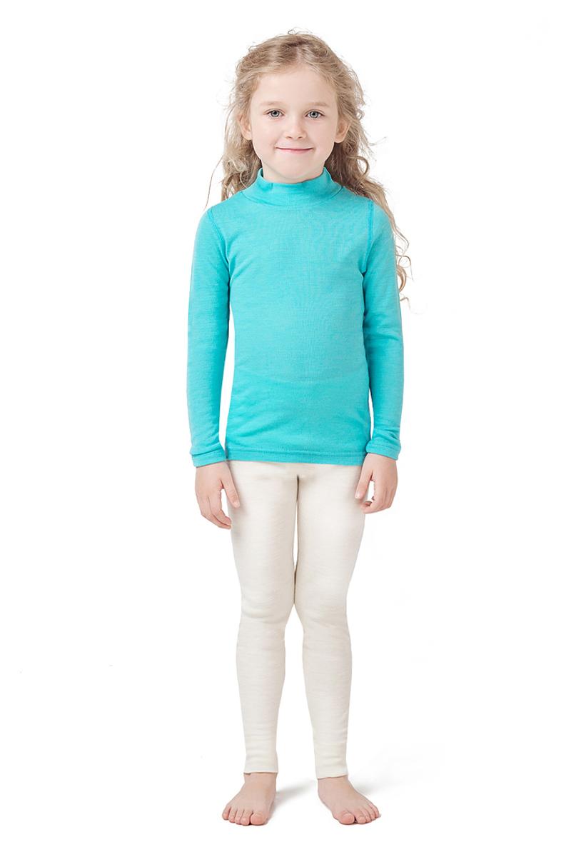Термобелье водолазка детская Dr. Wool, цвет: голубой. DWKL308CN. Размер 104/110DWKL308CNОднослойная водолазка из шерсти мериноса защитит от охлаждения и перегрева и станет отличным дополнением к гардеробу ребенка не только в холодное время года. Ее можно использовать самостоятельно или как первый слой одежды. Водолазку легко сочетать с повседневной одеждой или школьной формой. Удобный воротник-стойка защищает шею и не создает лишнего объема. Кроме того, шерсть мериноса содержит природный ланолин, который препятствует размножению бактерий и исключает неприятные запахи. Благодаря уникальной обработке Total Easy Care, изделие можно стирать в стиральной машине.