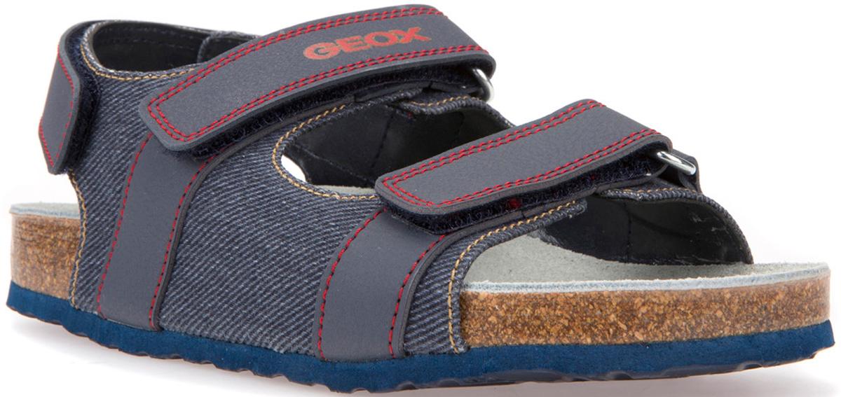 Сандалии для мальчика Geox, цвет: синий, малиновый. J826XA01354C0220. Размер 29J826XA01354C0220Универсальные практичные сандалии от Geox с актуальным современным верхом. Запатентованная перфорированная подошва обеспечивает воздухопроницаемость и комфорт. Замшевая стелька гарантирует максимальный комфорт и постоянное ощущение сухости ног. Подошва из материала EVA обеспечивает легкость и амортизирующий эффект, а также сцепление и прочность. Застежка на тройной ремешок с липучкой позволяет в полной мере регулировать плотность посадки.
