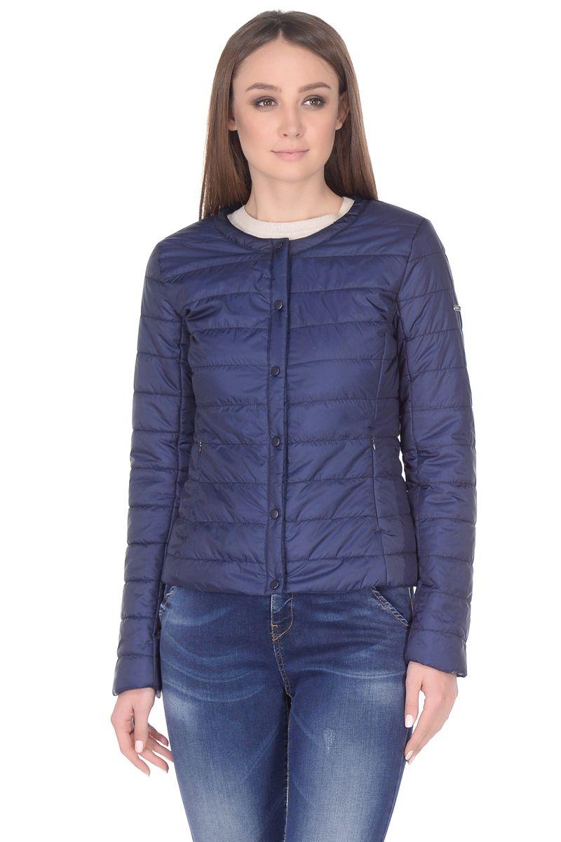 Куртка женская Baon, цвет: синий. B038203_Dark Navy. Размер L (48)B038203_Dark NavyКуртка из базовой коллекции верхней одежды от Baon - стильная находка для вашего гардероба. Это изделие будет отлично смотреться как с деловыми брюками и юбками, так и с джинсами и платьями. Модель отлично садится по фигуре за счет продуманного кроя. Округлый вырез горловины - модная деталь, которая сделает ваш образ еще привлекательнее и эффектнее. Куртка застегивается на кнопки. По бокам расположено два кармана с застежками-молниями.