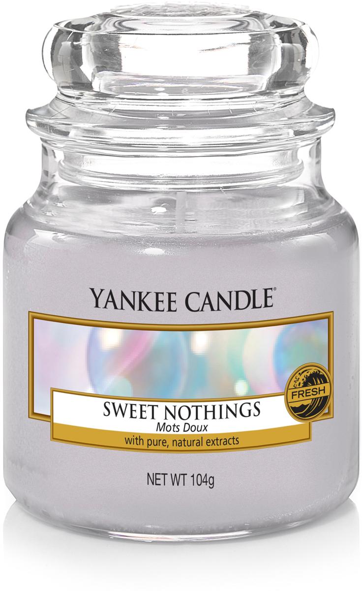 Свеча ароматизированная Yankee Candle Сладость, 104 г1577143EАроматизированная свеча украсит романтический вечер, а также послужит прекрасным подарком. Насладитесь теплым, мягким, сладким ароматом.Верхняя нота: Цикламен.Средняя нота: Цветение лотоса.Базовая нота: Ваниль, пудровый мускус, янтарь.