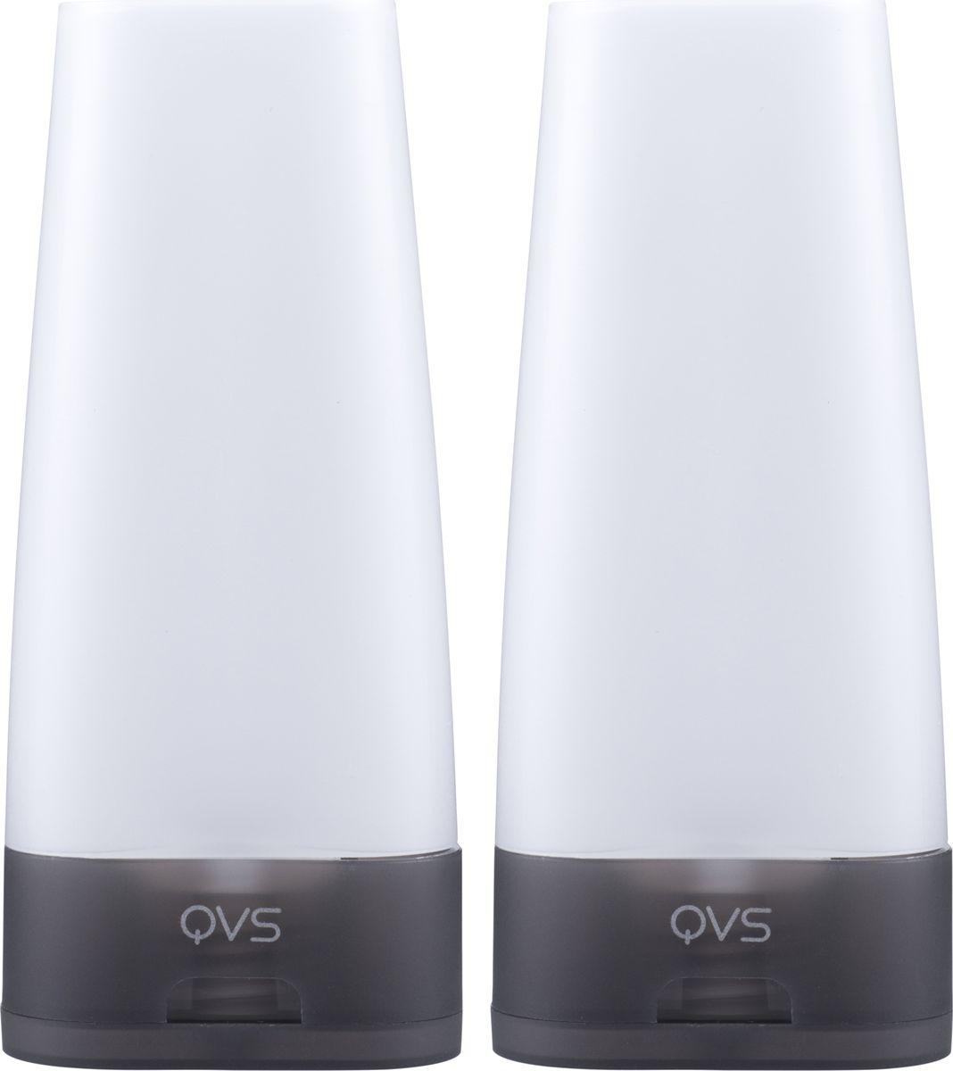 QVS Дорожные флаконы, 2 шт. 82-10-172382-10-172380мл Возьмите с собой в путешествие любимые косметические средства в нужном вам количестве! Налейте в дорожные флаконы шампунь, средство для снятия макияжа или увлажняющий крем Благодаря уникальному дизайну флаконы устойчиво стоят на поверхности, а их содержимое естественным образом стекает по направлению к диспенсеру