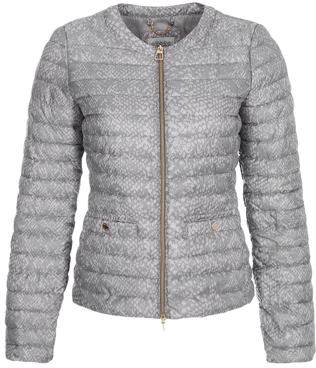 Куртка женская Geox, цвет: серый. W8228ATF243F1456. Размер 44 (46)W8228ATF243F1456Укороченная куртка от Geox выполнена из полиэстера. Модель с длинными рукавами и круглым вырезом горловины застегивается на молнию, по бокам дополнена прорезными карманами.