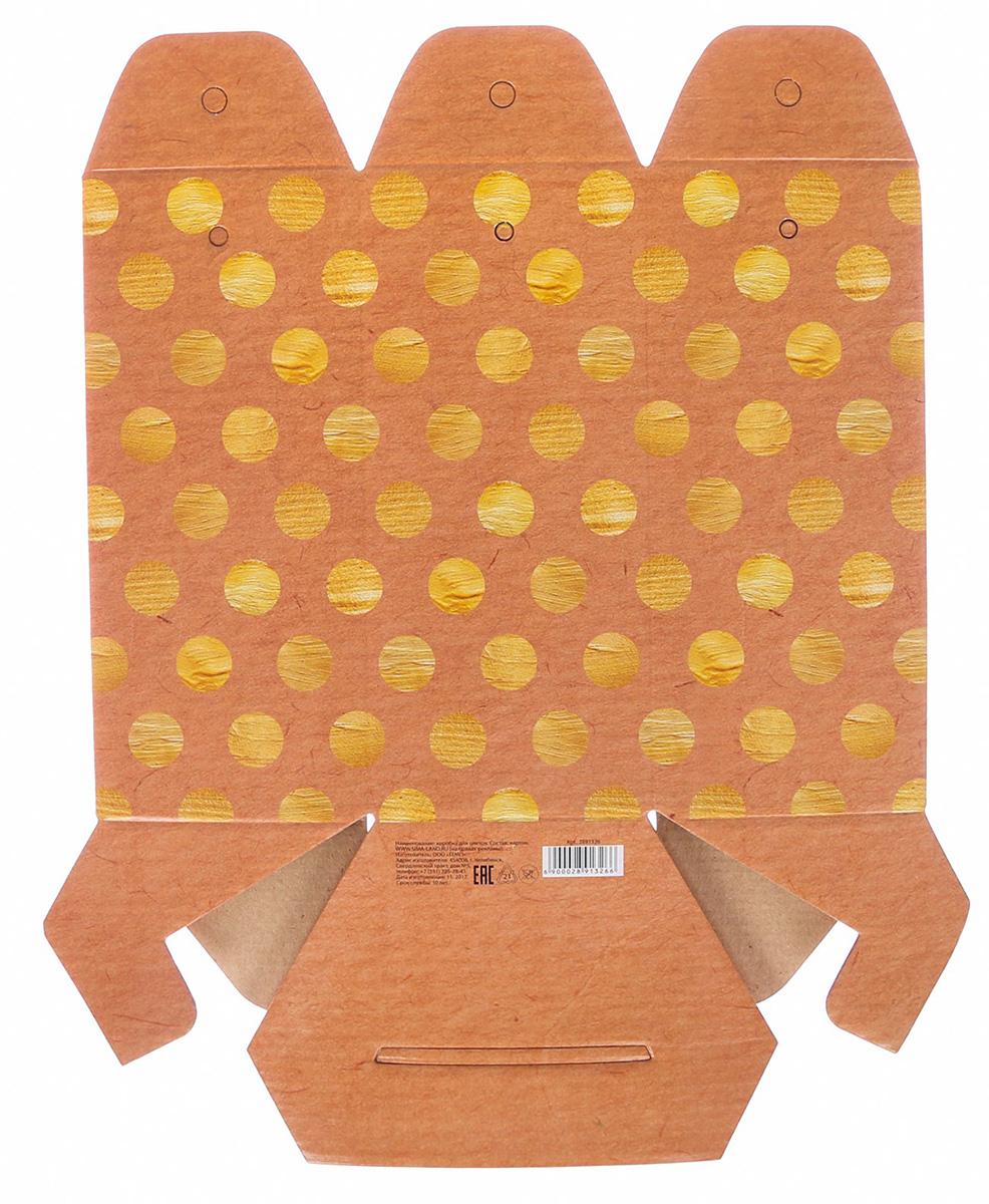 Коробка складная Дарите Счастье Золотой горошек, шестигранник, 17 х 14,8 х 19,5 см2891326Любой подарок начинается с упаковки. Что может быть трогательнее и волшебнее, чем ритуал разворачивания полученного презента. И именно оригинальная, со вкусом выбранная упаковка выделит ваш подарок из массы других. Она продемонстрирует самые теплые чувства к виновнику торжества и создаст сказочную атмосферу праздника.