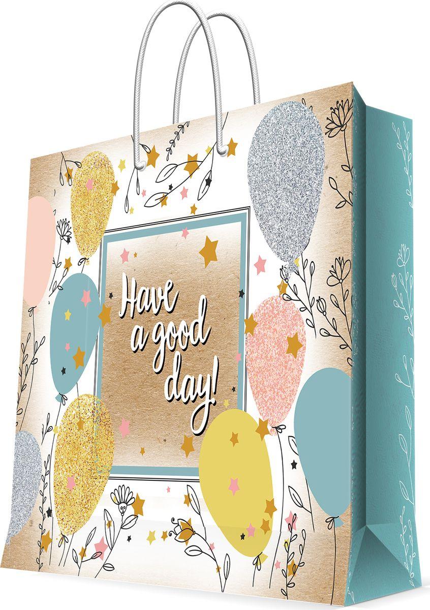 Бумажный пакет для сувенирной продукции - это стильный и практичный вариант упаковки подарка. Авторский дизайн, красочное изображение, тематический рисунок - все слагаемые оригинального оформления подарка. Окружите близких людей вниманием и заботой, вручив презент в нарядном, праздничном оформлении. Пакет с ламинацией изготовлен из плотной бумаги. Для удобства переноски имеются две веревочные ручки. Дно и верхний край укреплены картоном. Красивый подарочный пакет придаст дополнительный запоминающийся эффект от подарка или покупки.