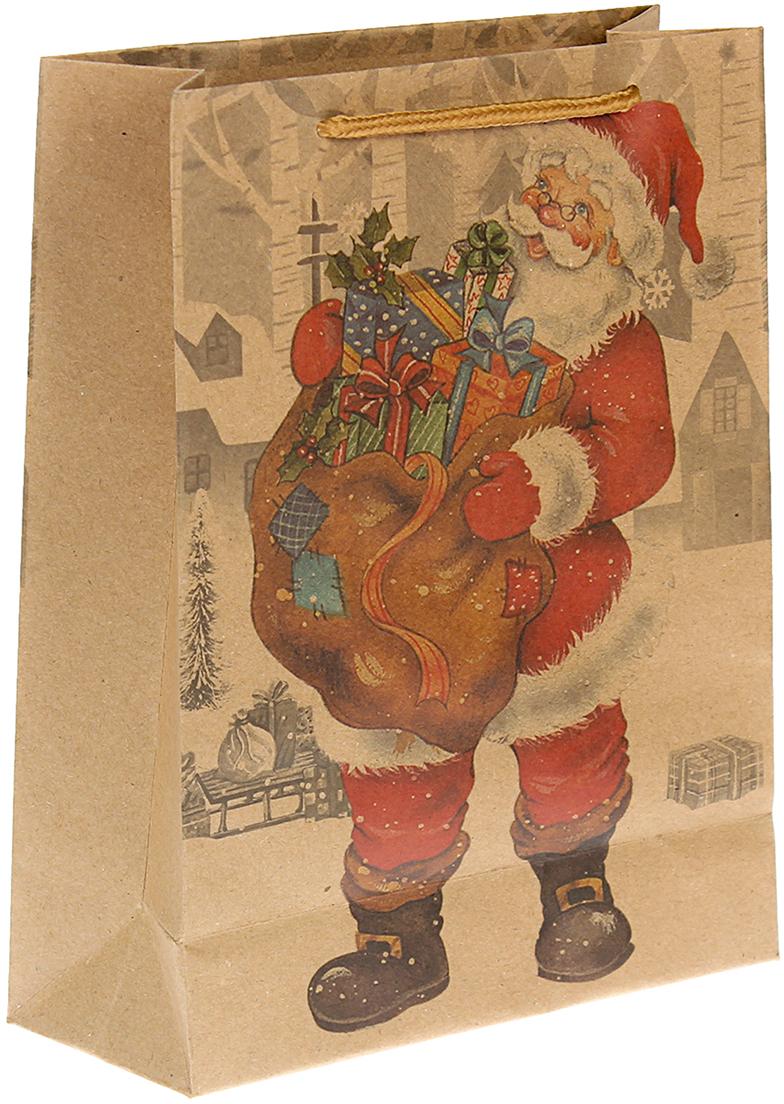 Пакет подарочный Дед Мороз с подарками, цвет: мультиколор, 24 х 33 х 8 см. 24509742450974Любой подарок начинается с упаковки. Что может быть трогательнее и волшебнее, чем ритуал разворачивания полученного презента. И именно оригинальная, со вкусом выбранная упаковка выделит ваш подарок из массы других. Она продемонстрирует самые теплые чувства к виновнику торжества и создаст сказочную атмосферу праздника. Пакет-крафт Дед Мороз с подарками - это то, что вы искали.