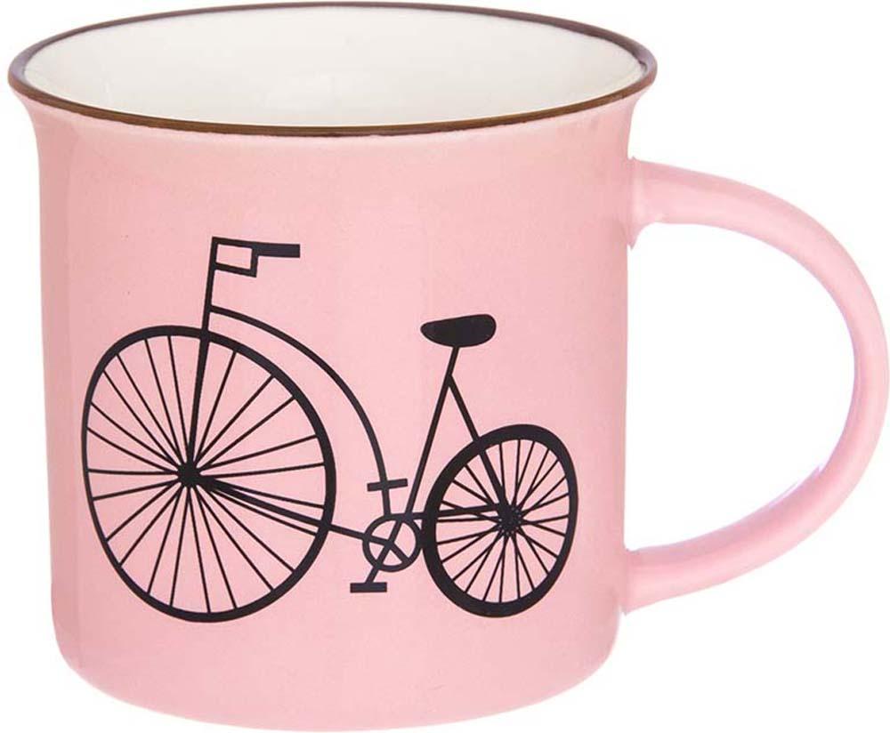 """Кружка Elan Gallery """"Велосипед"""" выполнена из высококачественного фарфора. Изделие станет отличным дополнением к сервировке семейного стола, а также замечательным подарком для ваших родных и друзей.Не рекомендуется применять абразивные моющие средства. Не использовать в микроволновой печи.Объем кружки: 210 мл."""