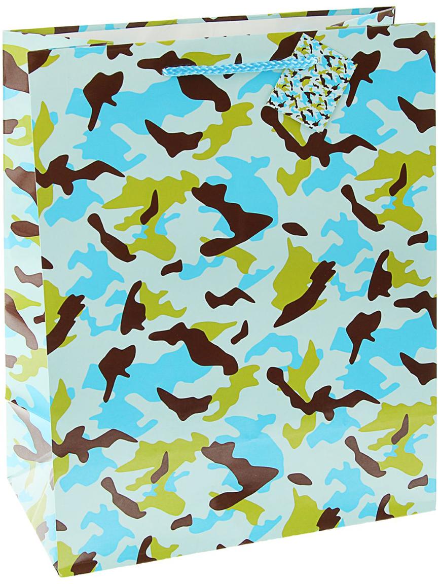 Пакет подарочный Камуфляж, цвет: голубой, 33 х 26 х 14 см. 20459752045975Любой подарок начинается с упаковки. Что может быть трогательнее и волшебнее, чем ритуал разворачивания полученного презента. И именно оригинальная, со вкусом выбранная упаковка выделит ваш подарок из массы других. Она продемонстрирует самые теплые чувства к виновнику торжества и создаст сказочную атмосферу праздника - это то, что вы искали.