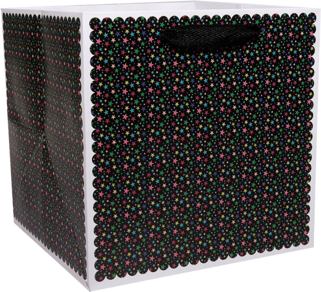 Пакет подарочный Звезды, для цветов, цвет: черный, 17 х 17 х 17 см. 24782862478286Любой подарок начинается с упаковки. Что может быть трогательнее и волшебнее, чем ритуал разворачивания полученного презента. И именно оригинальная, со вкусом выбранная упаковка выделит ваш подарок из массы других. Она продемонстрирует самые теплые чувства к виновнику торжества и создаст сказочную атмосферу праздника. Пакет для цветов Звезды - это то, что вы искали.