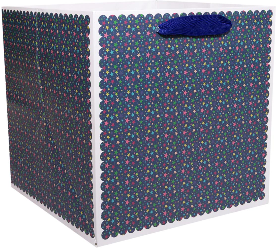 Пакет подарочный Звезды, для цветов, цвет: синий, 22 х 22 х 22 см. 24782912478291Любой подарок начинается с упаковки. Что может быть трогательнее и волшебнее, чем ритуал разворачивания полученного презента. И именно оригинальная, со вкусом выбранная упаковка выделит ваш подарок из массы других. Она продемонстрирует самые теплые чувства к виновнику торжества и создаст сказочную атмосферу праздника. Пакет для цветов Звезды - это то, что вы искали.