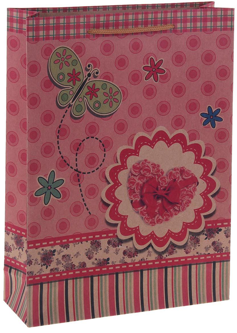 Пакет подарочный Сердце с бабочкой, цвет: розовый, 11 х 6 х 14 см. 12550741255074Любой подарок начинается с упаковки. Что может быть трогательнее и волшебнее, чем ритуал разворачивания полученного презента. И именно оригинальная, со вкусом выбранная упаковка выделит ваш подарок из массы других. Она продемонстрирует самые теплые чувства к виновнику торжества и создаст сказочную атмосферу праздника. Пакет-крафт Сердце с бабочкой - это то, что вы искали.