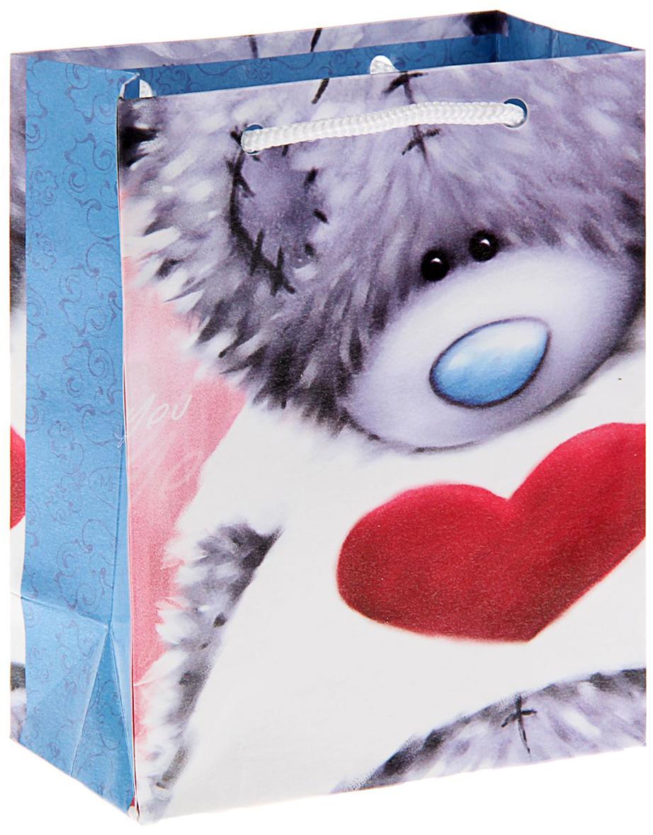 Пакет подарочный Me to You Застенчивый мишка, цвет: голубой, 14,5 х 11,5 х 6,5 см. 12576071257607Любой подарок не обойдется без праздничного сопровождения. Удивить представительниц прекрасной половины человечества сюрпризом поможет подарочная упаковка Me to You. Мишки Тедди считаются одними из первых плюшевых игрушек. Уже более сотни лет эти игрушки радуют детей и взрослых по всему миру. По легенде, президент Теодор Рузвельт подстрелил на охоте медведя, и карикатуры на это событие облетели все газеты. На основе этих рисунков был создан плюшевый мишка, получивший имя американского президента Теодора, сокращенно - Тедди. Подарите близкому человеку тепло своего сердца, воплотив его не только в сюрпризе, но и в упаковке - подарочном пакете с изображением наивного и милого медвежонка.