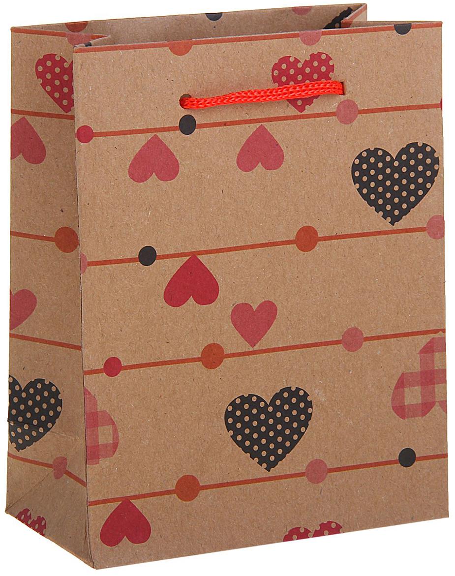 Пакет подарочный Сердечки, цвет: коричневый, 11 х 6 х 14 см. 12583951258395Любой подарок начинается с упаковки. Что может быть трогательнее и волшебнее, чем ритуал разворачивания полученного презента. И именно оригинальная, со вкусом выбранная упаковка выделит ваш подарок из массы других. Она продемонстрирует самые теплые чувства к виновнику торжества и создаст сказочную атмосферу праздника. Пакет-крафт Сердечки - это то, что вы искали.