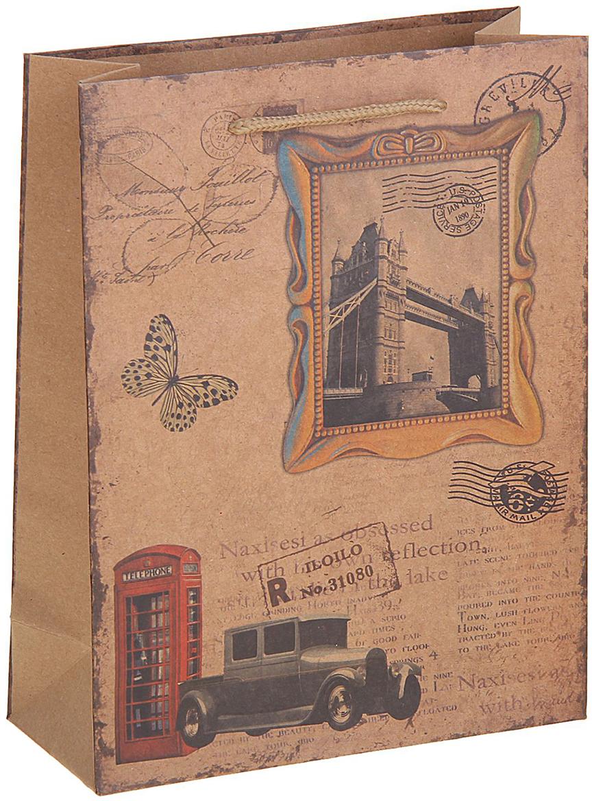 Пакет подарочный Лондон, цвет: коричневый, 24 х 8 х 33 см. 12584461258446Любой подарок начинается с упаковки. Что может быть трогательнее и волшебнее, чем ритуал разворачивания полученного презента. И именно оригинальная, со вкусом выбранная упаковка выделит ваш подарок из массы других. Она продемонстрирует самые теплые чувства к виновнику торжества и создаст сказочную атмосферу праздника. Пакет-крафт Лондон - это то, что вы искали.