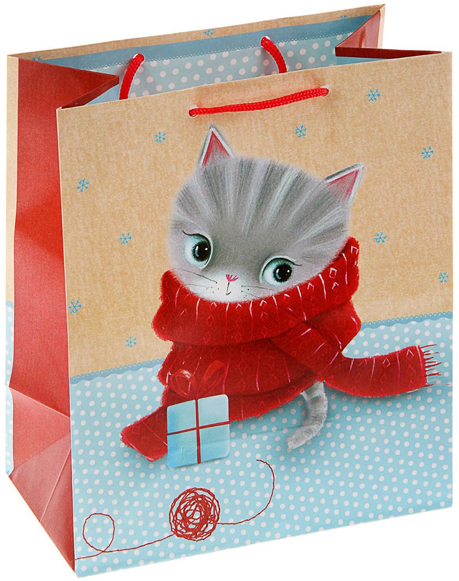 Пакет подарочный Маленькая МЯУ Котенок с клубком, цвет: мультиколор, 14,5 х 11,5 х 6,5 см. 16061091606109Любой подарок начинается с упаковки. Что может быть трогательнее и волшебнее, чем ритуал разворачивания полученного презента. И именно оригинальная, со вкусом выбранная упаковка выделит ваш подарок из массы других. Она продемонстрирует самые теплые чувства к виновнику торжества и создаст сказочную атмосферу праздника - это то, что вы искали. Невозможно представить нашу жизнь без праздников! Мы всегда ждем их и предвкушаем, обдумываем, как проведем памятный день, тщательно выбираем подарки и аксессуары, ведь именно они создают и поддерживают торжественный настрой - это отличный выбор, который привнесет атмосферу праздника в ваш дом!