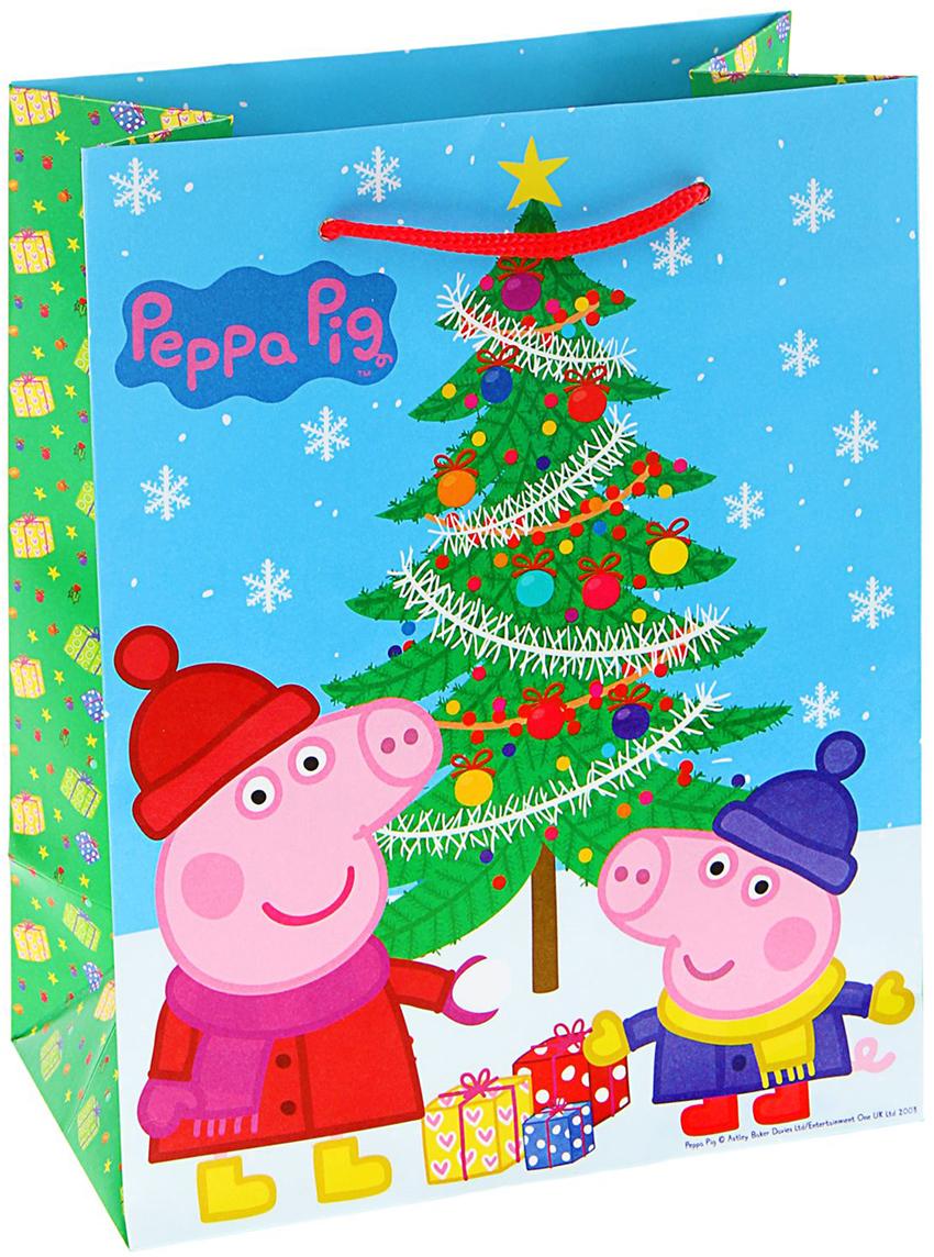 Пакет подарочный Peppa Pig Пеппа зимой, цвет: мультиколор, 23 х 18 х 10 см. 17817801781780Любой подарок начинается с упаковки. Что может быть трогательнее и волшебнее, чем ритуал разворачивания полученного презента. И именно оригинальная, со вкусом выбранная упаковка выделит ваш подарок из массы других. Она продемонстрирует самые теплые чувства к виновнику торжества и создаст сказочную атмосферу праздника - это то, что вы искали. Невозможно представить нашу жизнь без праздников! Мы всегда ждем их и предвкушаем, обдумываем, как проведем памятный день, тщательно выбираем подарки и аксессуары, ведь именно они создают и поддерживают торжественный настрой - это отличный выбор, который привнесет атмосферу праздника в ваш дом!
