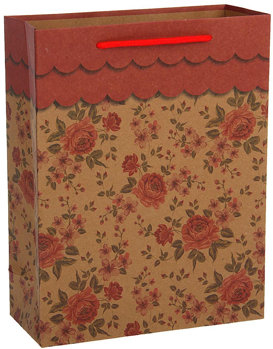 Пакет подарочный, цвет: красный, 24,5 х 19 х 8 см. 18492161849216Любой подарок начинается с упаковки. Что может быть трогательнее и волшебнее, чем ритуал разворачивания полученного презента. И именно оригинальная, со вкусом выбранная упаковка выделит ваш подарок из массы других. Она продемонстрирует самые теплые чувства к виновнику торжества и создаст сказочную атмосферу праздника - это то, что вы искали.
