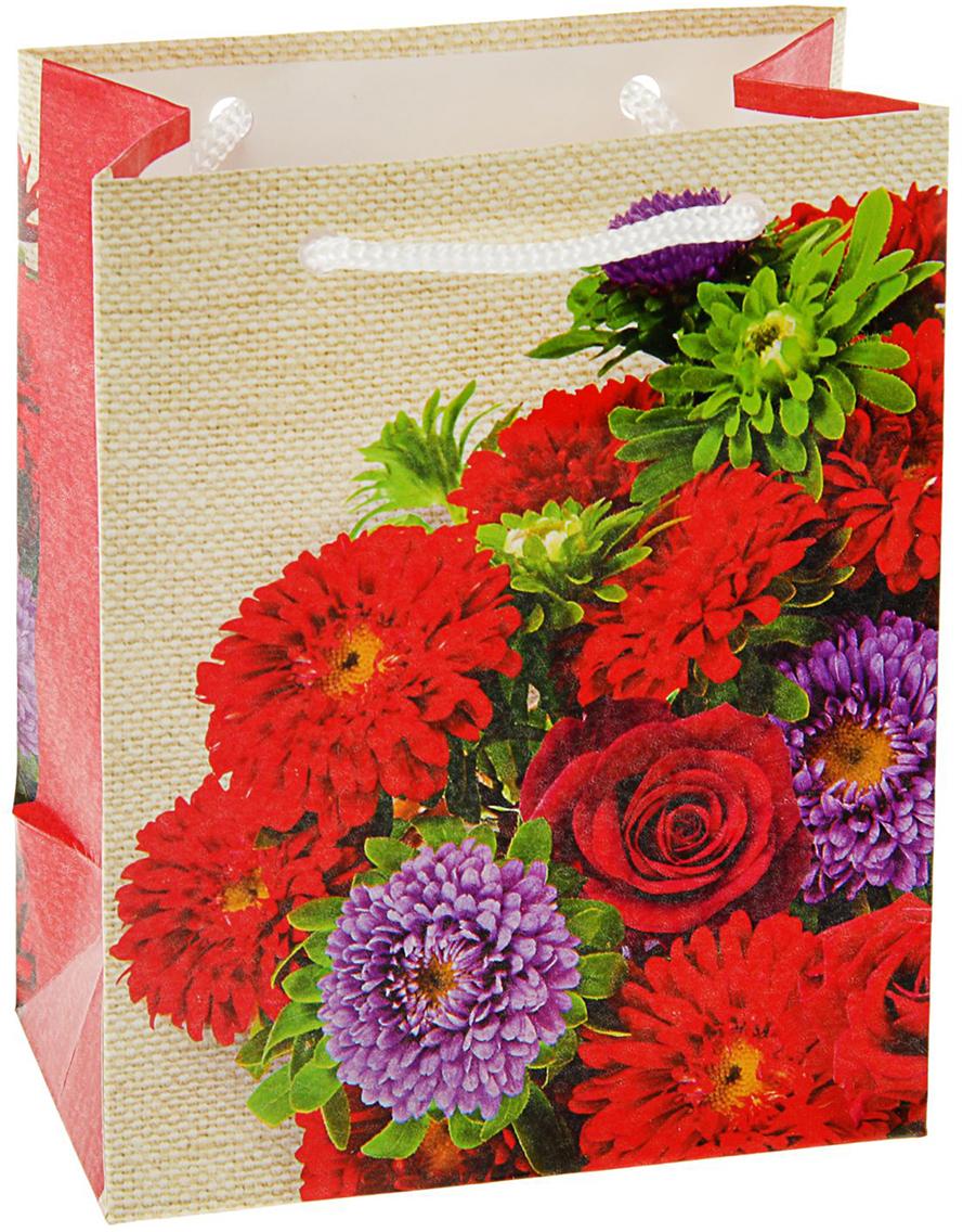 Пакет подарочный Арт и Дизайн Красный сезон, цвет: красный, 14,5 х 11,5 х 6,5 см. 21221022122102Любой подарок начинается с упаковки. Что может быть трогательнее и волшебнее, чем ритуал разворачивания полученного презента. И именно оригинальная, со вкусом выбранная упаковка выделит ваш подарок из массы других. Она продемонстрирует самые теплые чувства к виновнику торжества и создаст сказочную атмосферу праздника - это то, что вы искали.