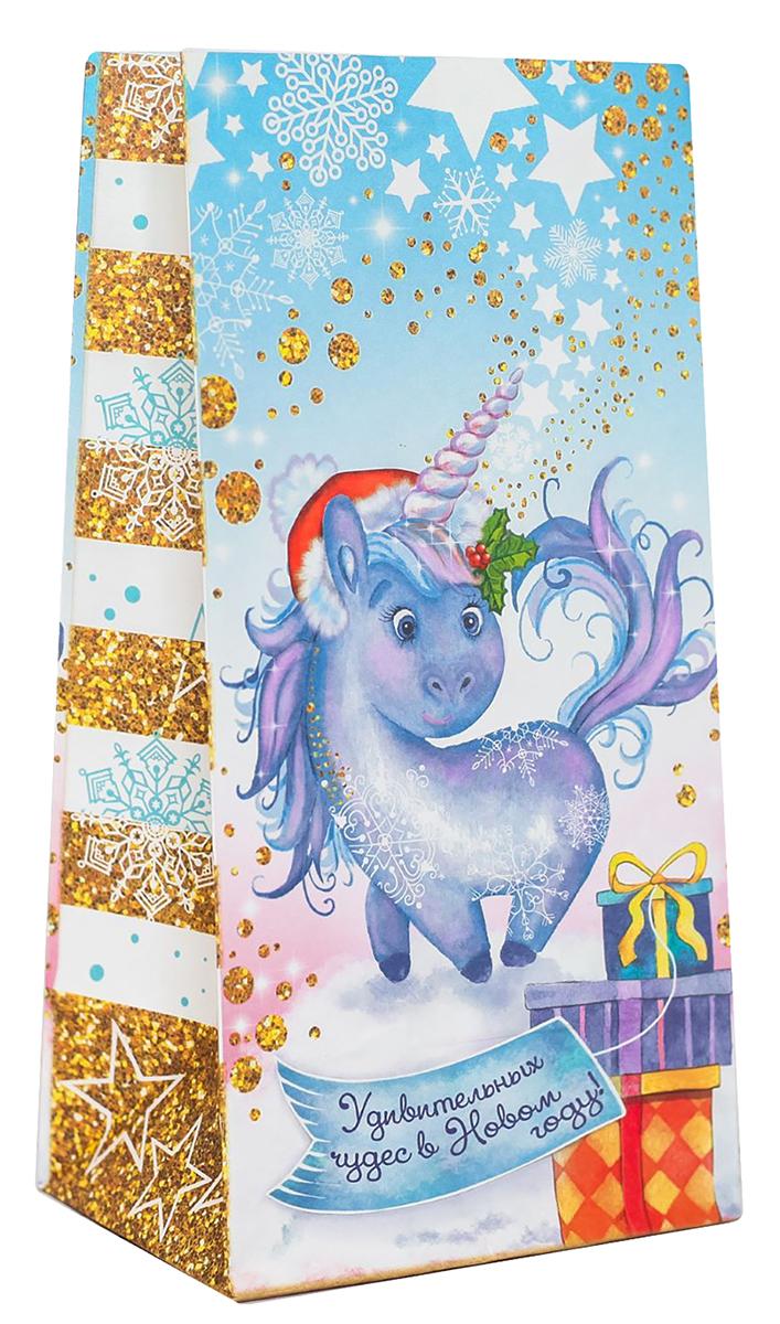 Пакет подарочный Дарите Счастье Удивительных чудес в новом году, 19,5 х 7 х 10 см2449795Праздничный пакетик идеально подойдет для небольшого подарка, сладостей или другого комплимента. Изделие можно закрепить клейкой лентой, прищепкой или наклейкой. Оригинальный новогодний рисунок и яркие цвета не оставят получателя равнодушным.
