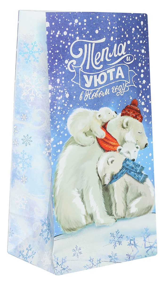 Праздничный пакетик идеально подойдет для небольшого подарка, сладостей или другого комплимента. Изделие можно закрепить клейкой лентой, прищепкой или наклейкой. Оригинальный новогодний рисунок и яркие цвета не оставят получателя равнодушным.