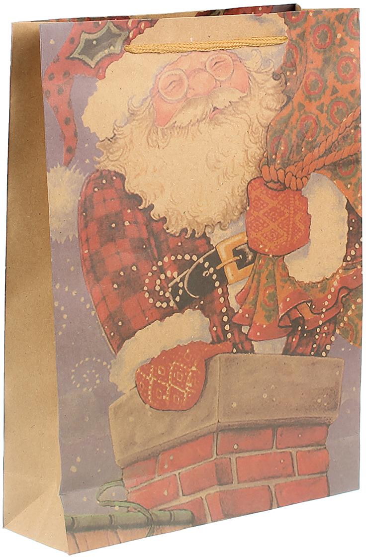 """Любой подарок начинается с упаковки. Что может быть трогательнее и волшебнее, чем ритуал разворачивания полученного презента. И именно оригинальная, со вкусом выбранная упаковка выделит ваш подарок из массы других. Она продемонстрирует самые теплые чувства к виновнику торжества и создаст сказочную атмосферу праздника. Пакет-крафт """"Санта с подарками"""" - это то, что вы искали."""